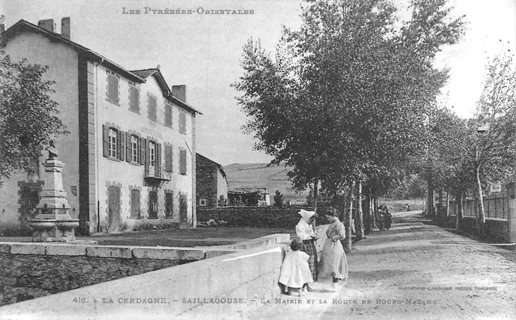 The town hall (photo of the early twentieth century)