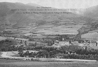 La route de Bourg-madame, près du village